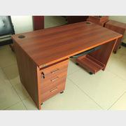 顺发 SF-BGZ-002-1 办公桌 1200*600*750H含键盘架、主机托和推柜 樱桃红色